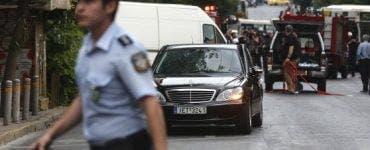 Atena - Atac cu bomba la consulatul rus. Persoane necunoscute, aflate pe o motocicletă, au aruncat vineri un dispozitiv exploziv, posibil o grenadă de mână.