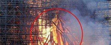 Notre-Dame - dezbaterea de după incendiu. Ce a observat o femeie într-o fotografie cu catastrofa de la Paris. Remarca ei a stârnit controverse.