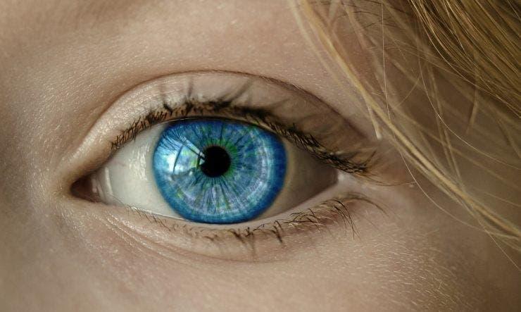Ochii albastri, o mutație genetică veche de peste 10.000 de ani