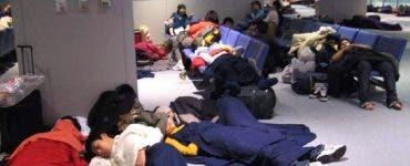 Zeci de copii români abandonaţi pe aeroporturi în Tokyo, Doha şi Milano