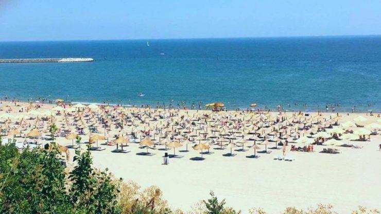 Plaja din Constanța, transformată într-un mare poligon auto