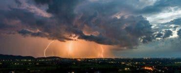 ALERTĂ ANM: Cod portocaliu de furtuni şi ploi torenţiale în trei judeţe