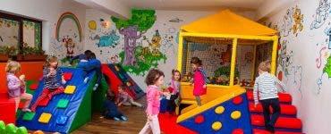 Numeroase cazuri de enteroviroze în școlile și liceele din București