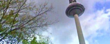 Trei persoane au murit după ce platforma unui turn de televiziune s-a prăbușit