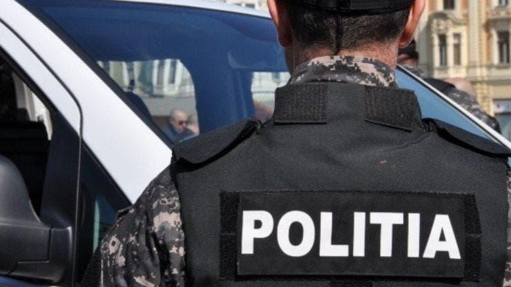 Polițist înjunghiat în timp ce se afla cu familia la plimbare