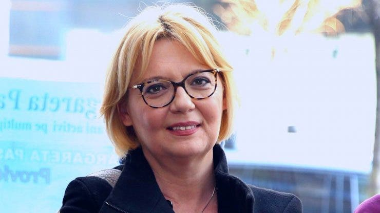 Ce face și cum arată Emilia Popescu la 53 de ani