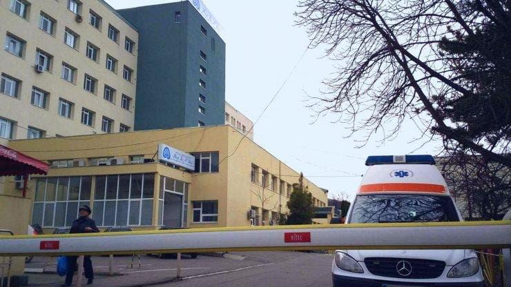 Un pacient deja internat a fost găsit mort în curtea unui spital din Iasi