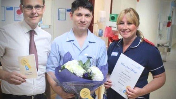 Un asistent din România, a fost premiat în Marea Britanie pentru modul în care a îngrijit un pacient
