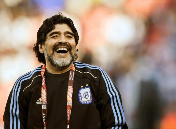 Diego Maradona nu poate sta departe de fotbal! Va antrena din nou