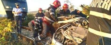 Accident feroviar în Dâmbovița. Două persoane au murit după ce autoturismul în care se aflau a fost lovit de tren