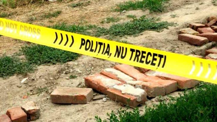 Cadavrul cu o pungă pe cap a fost identificat. Bărbatul găsit mort are 21 de ani