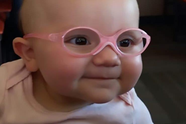 Reacția unui copil care și-a văzut părinții pentru prima oară! VIDEO