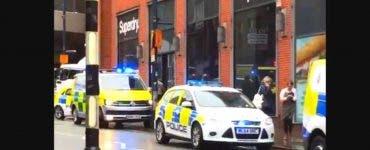 Atac în Manchester. Cinci persoane înjunghiate într-un mall din Manchester