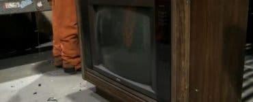 A ajuns la știri după ce a desfăcut un televizor vechi de 30 de ani