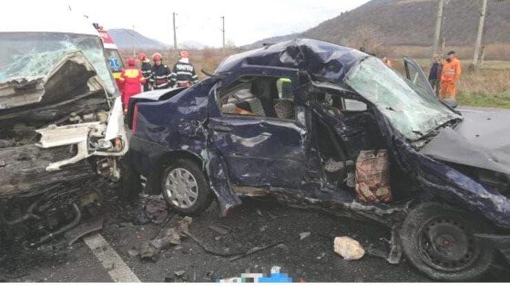 Accident îngrozitor provocat de un șofer care a intrat pe contrasens. O persoană a murit, iar alte două au fost rănite