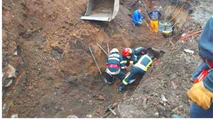 Caz șocant în Brașov. Muncitor prins sub un mal de pământ. A fost scos la suprafață decapitat