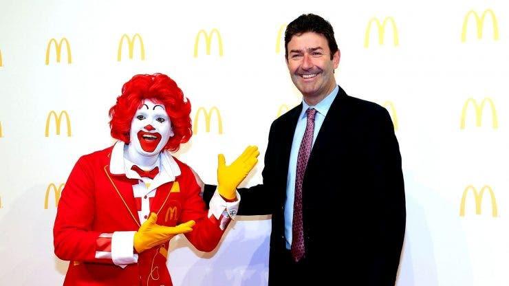 Directorul general al companiei McDonald's a fost concediat. Acesta a avut o relație cu o subalternă