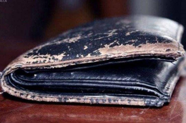 Incredibil ce a găsit un muncitor într-un portofel dintr-un teatru vechi