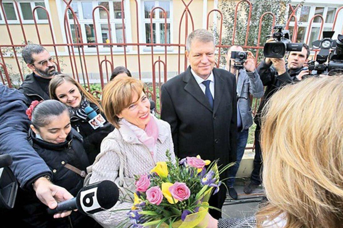 La munca presedinte, acasa gainusa! Klaus Iohannis nu iese din cuvantul sotiei sale. Uite ce face Carmen