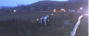 Microbuz răsturnat în Cluj. Opt persoane au ajuns la spital