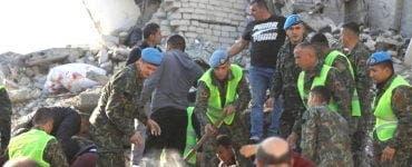 Militarii români trimiși în Albania au reușit să scoată de sub dărămături două persoane decedate
