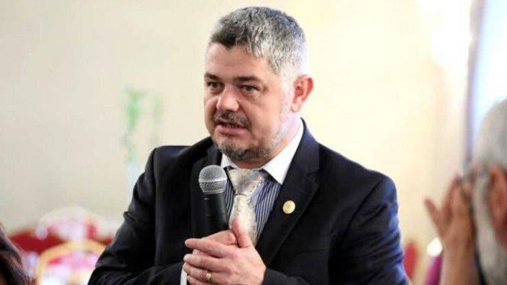 Candidatul la alegerile prezidențiale Ninel Peia, dat dispărut joi, a fost găsit când se ruga