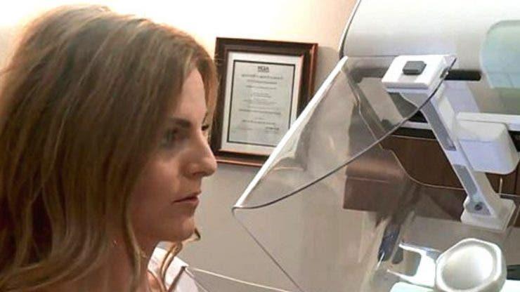O jurnalistă a aflat în DIRECT că are cancer la sân