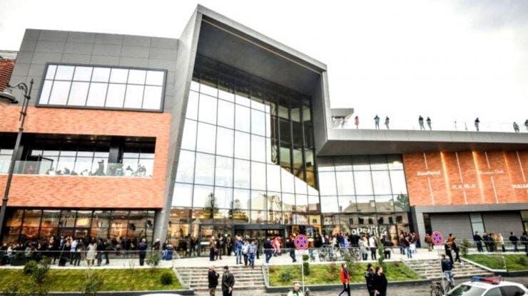Mall-ul din Sibiu, evacuat. O persoană a simțit miros de gaz