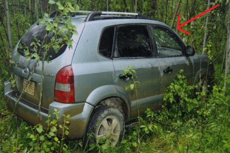 Au găsit o mașină abandonată în pădure