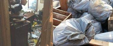 Un bărbat din sectorul 3 a adunat în apartament 5 tone de gunoi