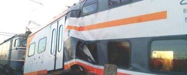 Accident feroviar grav. Două trenuri s-au ciocnit frontal. Mai mulți răniți