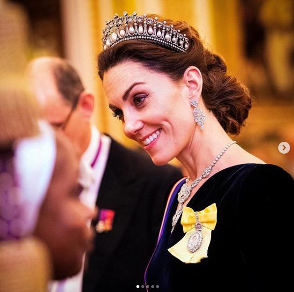 Kate Middleton se pregătește să devină REGINĂ. Cum a apărut aseară la o gală fastuoasă de la Palatul Buckingham? FOTO