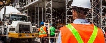 Aproximativ 430 de mii de muncitori din construcții vor avea salariul mărit, dar pensia mică