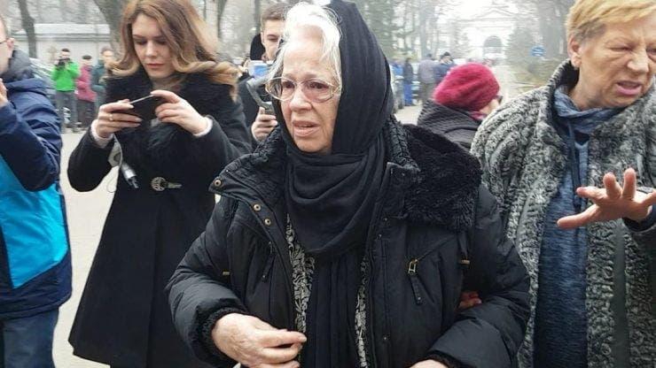Ea e mama Cristinei Țopescu