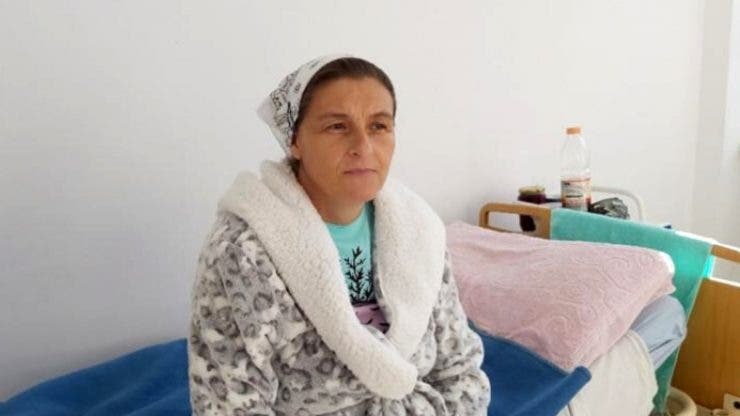 """Caz șocant în Argeș! O femeie de 42 de ani a născut de 20 de ori """"Dacă Dumnezeu îmi mai dă copii, nu îi oprim"""""""