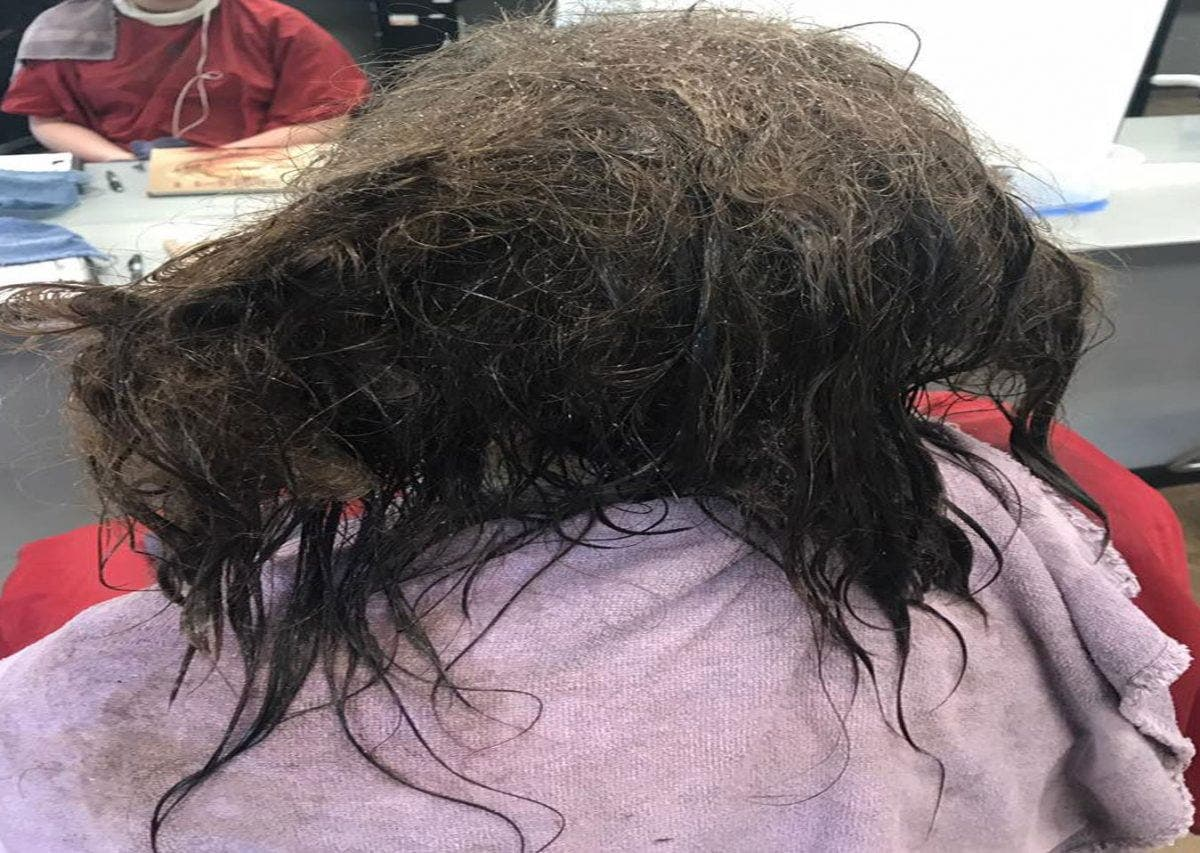 Povești horror de la coafeze ce îți ridică părul din cap. Am spălat-o și am observat un miros ciudat. Când am privit cu atenție...