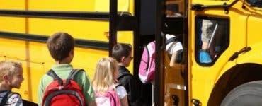Anunț de la Ministerul Educatiei. Elevii vor avea transport gratuit pentrul anul 2020-2021