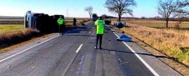 Accident rutier grav între trei autoturisme și o cisternă. O tânără de a murit