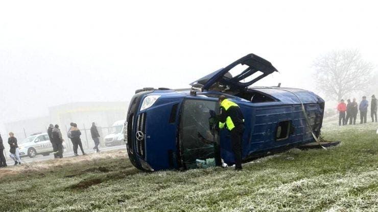 Accident grav în Constanța. Un microbuz s-a răsurnat. 11 persoane sunt rănite