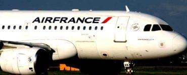 Copil de 10 ani găsit mort, în trenul de aterizare al unui avion