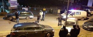 Poliția e în alertă. Trupul neînsuflețit al unei tinere a fost găsit într-o mașină din Bacău