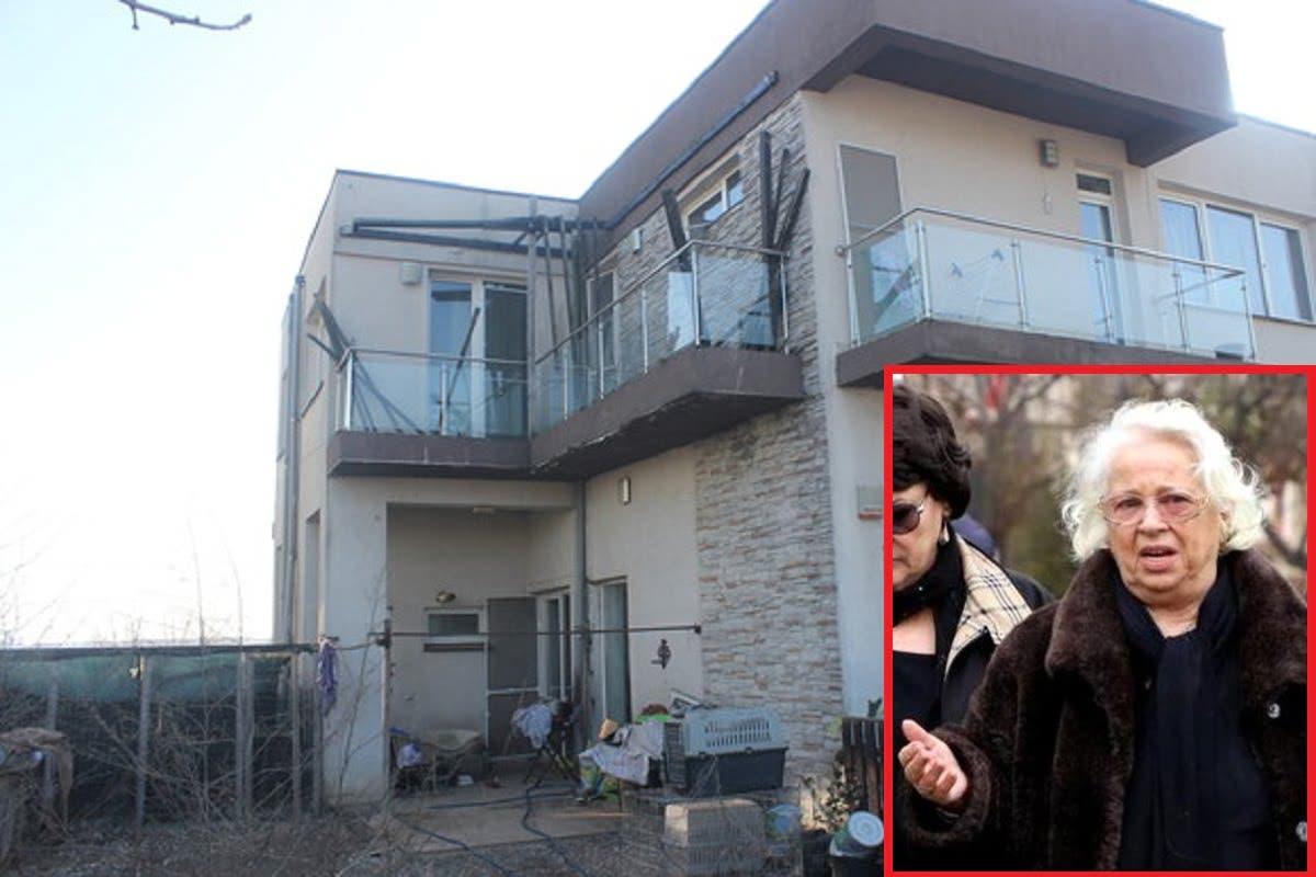 Scene cutremurătoare! Mama Cristinei Țopescu a ajuns în casa în care a fost găsită moartă jurnalista --- https://cutt.ly/orc2DlL  Ce s-a întâmplat când a intrat în locuință :o