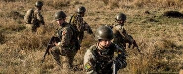 militarii români