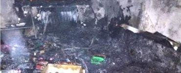 Un brad de Crăciun a luat foc într-un bloc din Galați. Șase persoane au ajuns la spital
