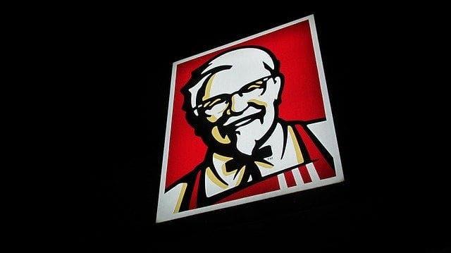 Cât câștigă un angajat KFC. E mai mult decât credeai