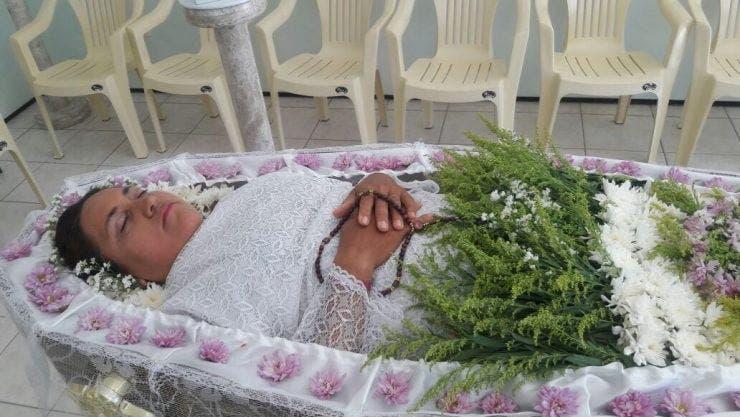Vera si-a inscenat propria inmormantare ca sa vada cine o iubeste