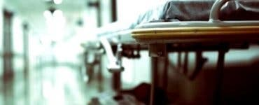 O femeie în vârstă de 70 de ani a murit în spital după ce a așteptat 16 ore la Urgențe