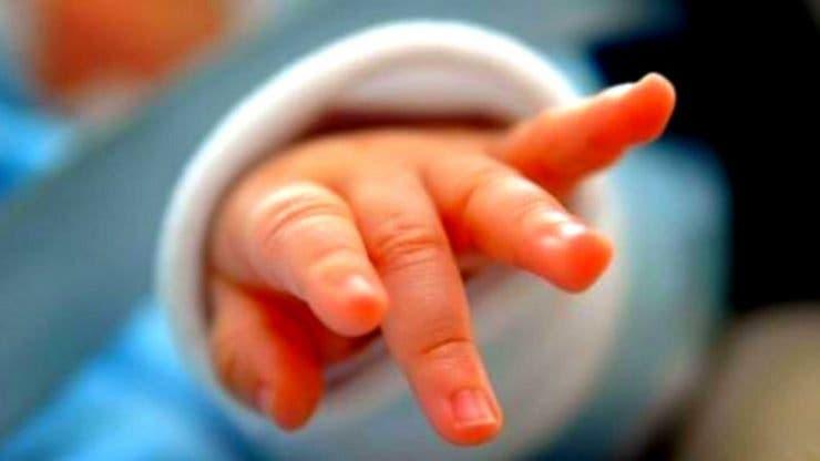 Poveste cu final fericit la Constanța. Un bebeluș s-a înecat cu lapte și a fost salvat prin telefon