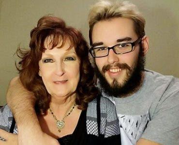 Are 19 ani și se iubește cu o femeie de 72 de ani. Cum a arătat ea la nunta lor