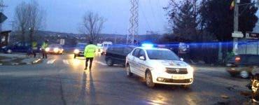 Ambulanță implicată într-un accident rutier. O persoană a murit, iar alte patru au fost rănite